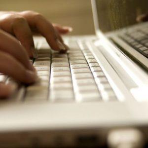 laptop-computer-close-up-725x482